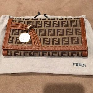 💯 % authentic Fendi wallet
